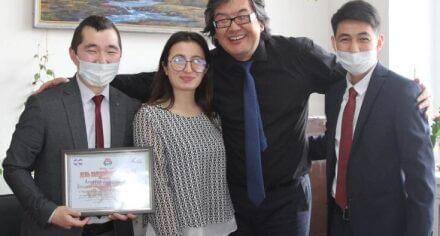Студенческий Совет и Студенческий Профком вручили поздравительные сертификаты руководству КГМА