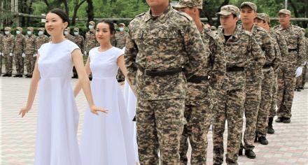 Курсанты КГМА приняли военную присягу