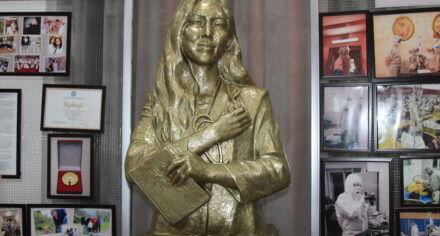 В КГМА состоялось открытие памятника Адинай Мырзабековой