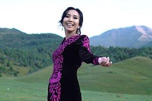 Студентка Медакадемии Кыргызстана Аяна Эгембердиева спела об Ала-Тоо